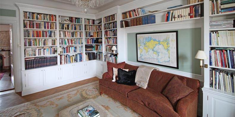 Inbyggd bokhylla Alla vi i Gamla Starkgården